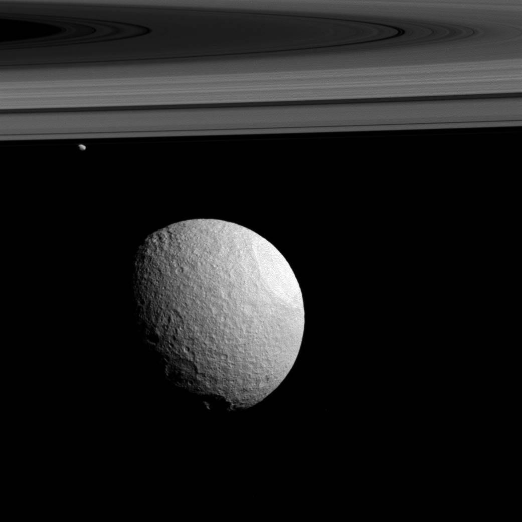 Tethus, Janus and Saturn's rings