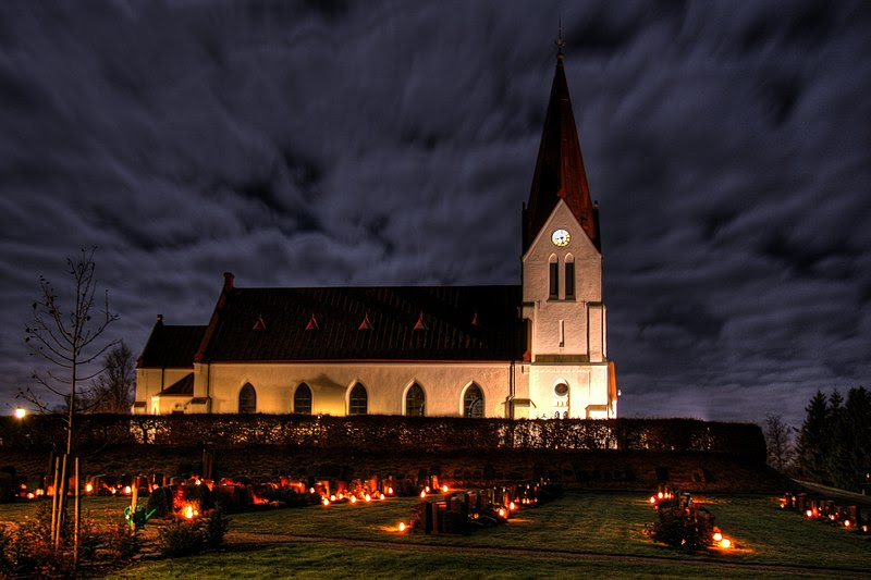 File:Alla helgons dag vid Röke kyrka-1.jpg