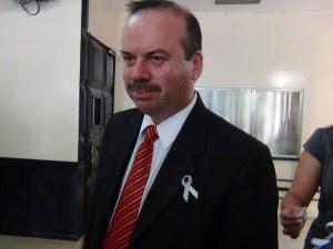 El diputado Manrique Oviedo, defensor de los agricultores, añadió que la disyuntiva se centra en que el sector municipal no quiere seder.