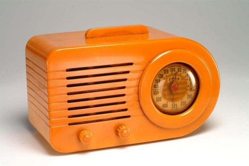 PRICE REDUCED Vintage Fada 1000 Butterscotch Bakelite Radio: working condition