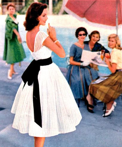 Gorgeous 1950's style tea length dress!