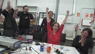 Ada Colau i el seu equip celebrant la victòria a les municipals, fa un any (ACN)