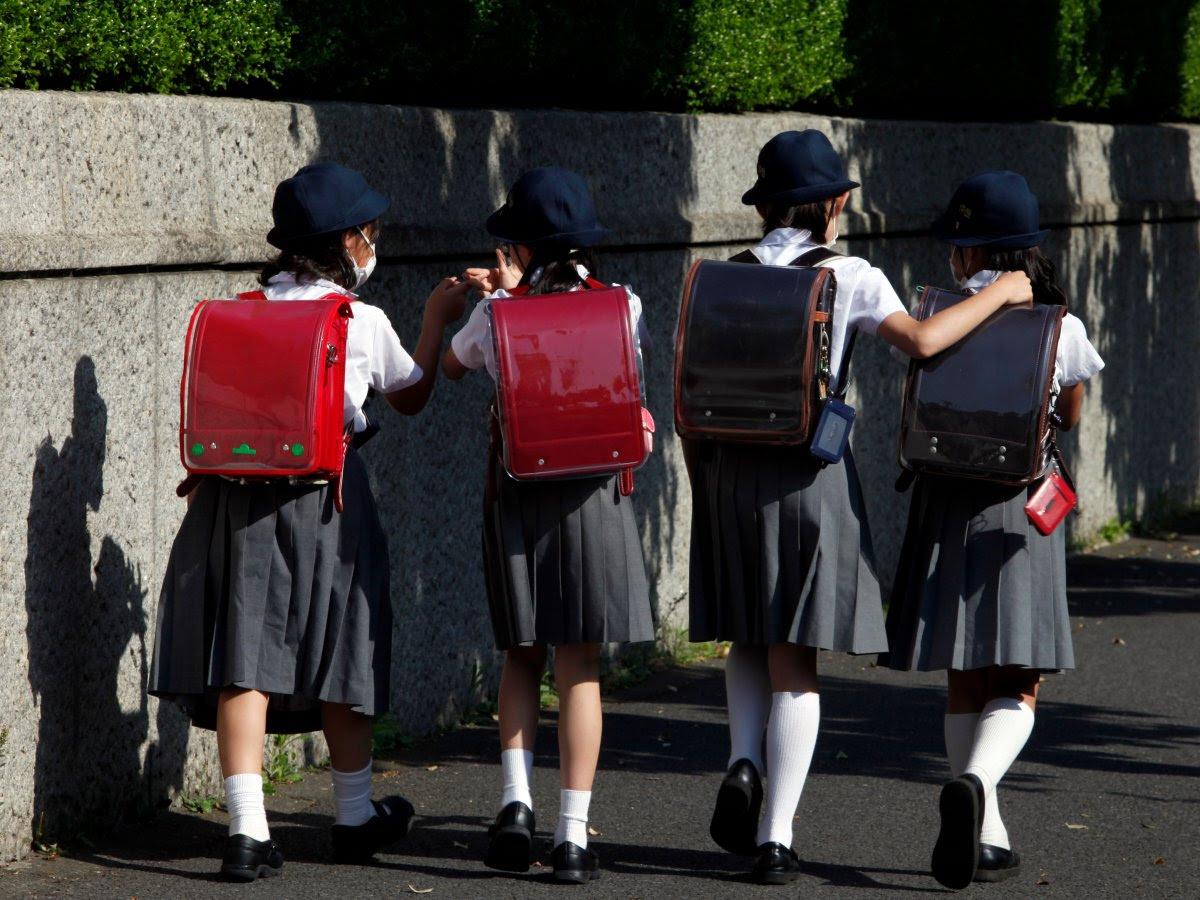 Como são os uniformes escolares em alguns países ao redor do mundo 13
