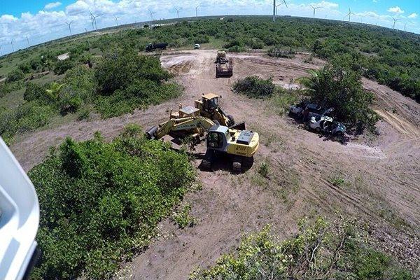 Maquinário da empresa M&K Construções Ltda, contratada para a obra, faz sondagem do terreno