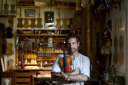 Josep Carbonell, en su taller.