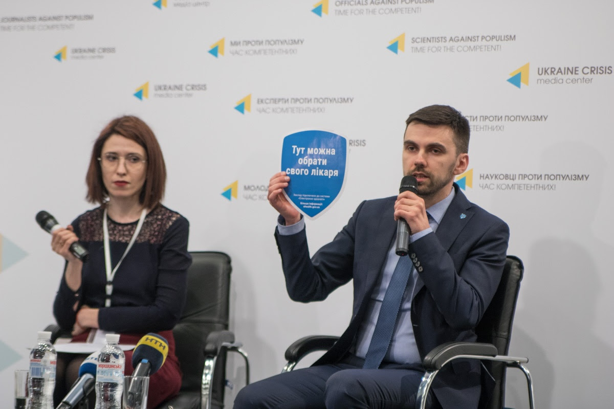 Клиники, подключенные к системе eHealth, можно будет отличить по наклейке. Фото: informator.ua