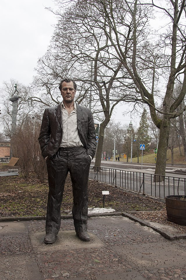Standing man (2009).JPG