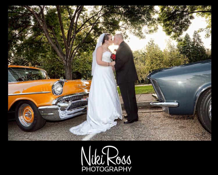 bride-groom-kiss-oldcars