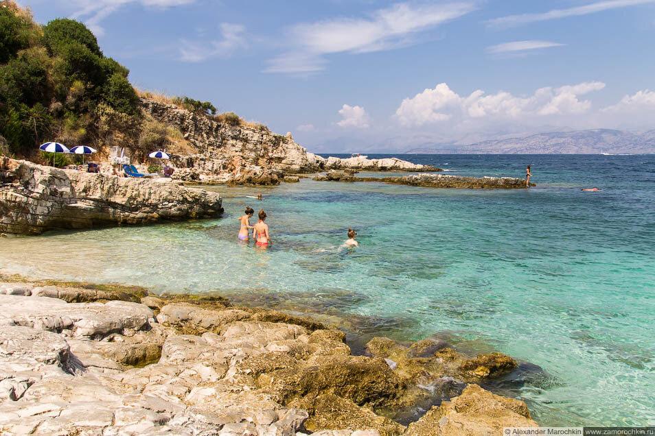 Прозрачная вода в море. Кассиопи, Корфу, Греция