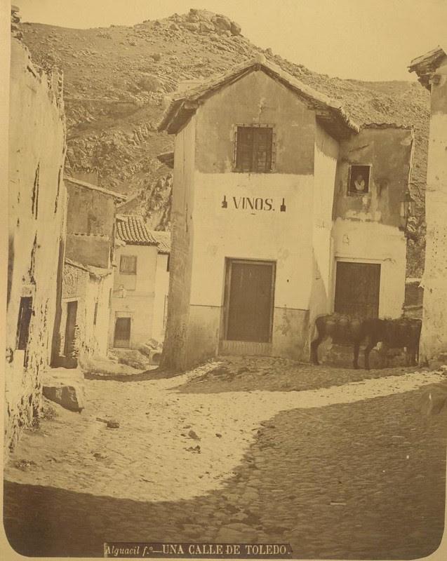 Entorno de la Plaza de los Tintes hacia 1875. Fotografía de Casiano Alguacil © Museo del Traje. Centro de Investigación del Patrimonio Etnológico. Ministerio de Educación, Cultura y Deporte