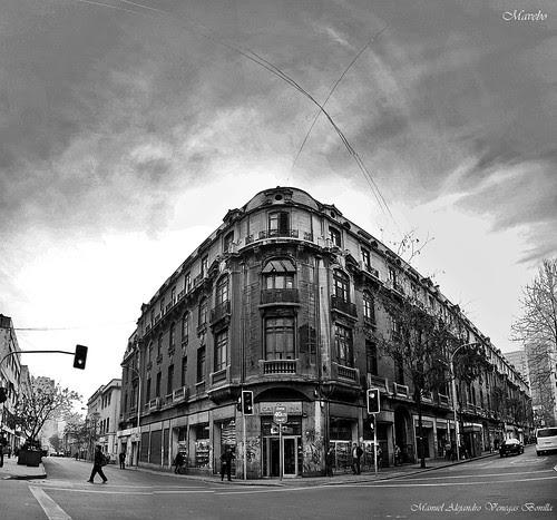 Calle Bandera con Rosas, Santiago de Chile. by Alejandro Bonilla