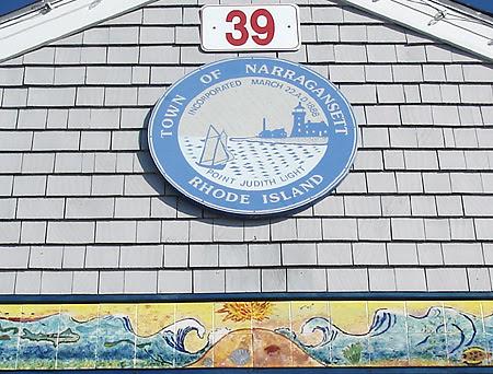 http://www.newenglandsite.com/riphotos/narragansett-seal.jpg