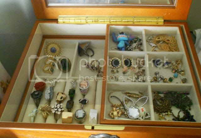 Jewelry box photo 94947942-dcc3-4289-af3f-b38bdc97936a_zps7344725b.jpg