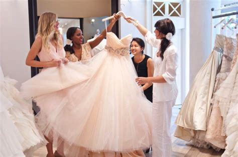 5 Wedding Dress Shopping Tips for the Maid of Honor