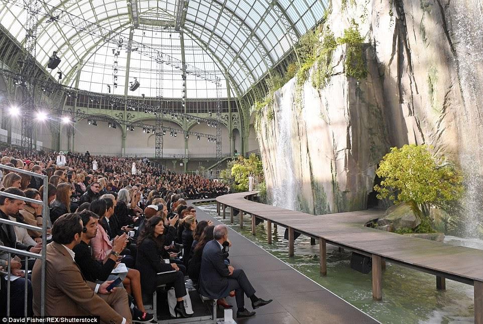 Impressionante: Karl é conhecido por seu design inovador e recriou o desfiladeiro do Verdon no sudeste da França dentro do Grand Palais