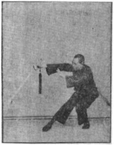 《昆吾劍譜》 李凌霄 (1935) - posture 9