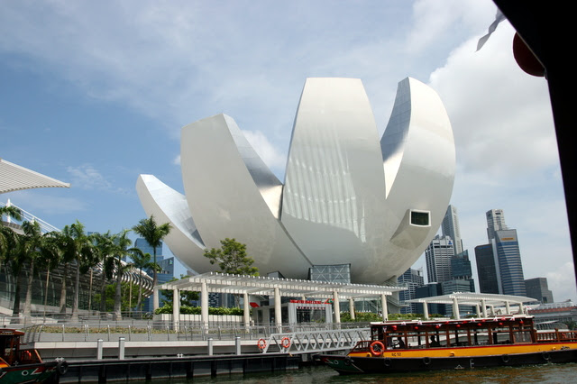 The tiffin cruise takes you around Marina Bay
