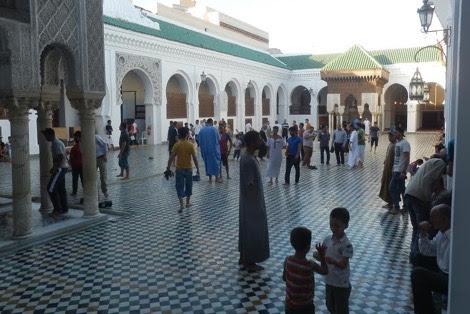 جامع القرويين خلال رمضان .. فضاء للابتهال وملاذ للاسترخاء