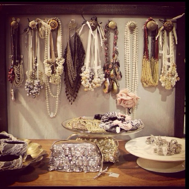 Organize necklaces