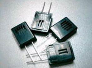 Cảm biến độ ẩm và máy hút bụi tự động với PIC16F84A