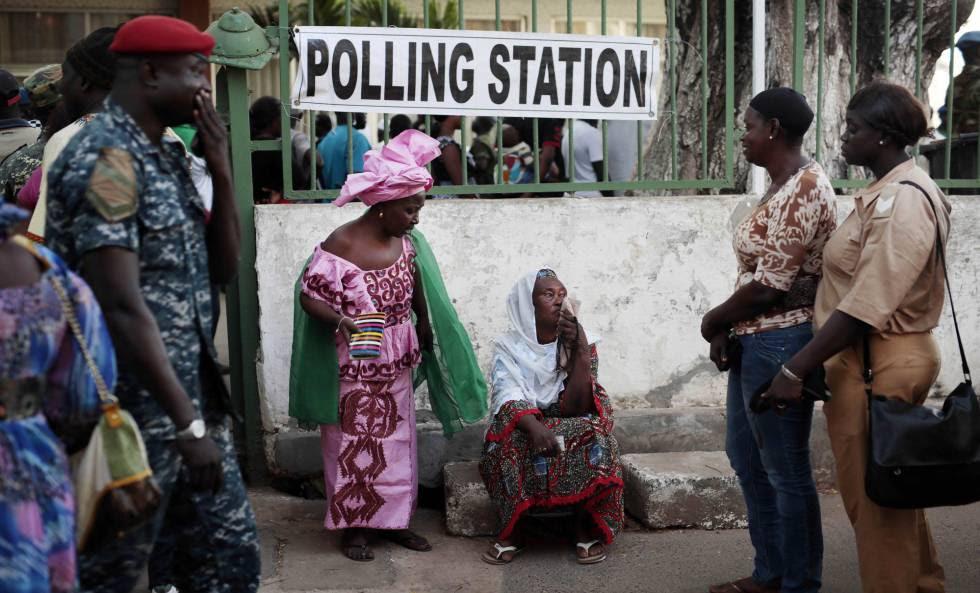Puesto de votación en Banjul, Gambia, durante las elecciones de diciembre de 2016-