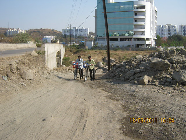 Road from Rohan Ishan & Eva in Bavdhan Budruk to other side of Mumbai Bangalore Bypass