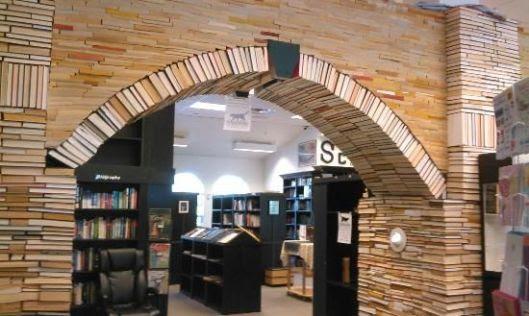http://www.tripadvisor.com/LocationPhotos-g34583-d3195973-Sandman_Book_Company-Punta_Gorda_Florida.html#79422922