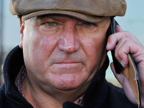 Ο Bob Crow σε τηλεφωνική επικοινωνία με τον Δήμαρχο Boris Johnson έξω από το δημαρχιακό μέγαρο