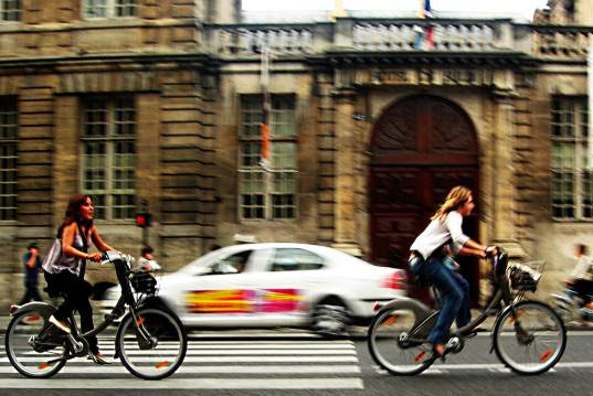 velib, bike sharing, granny bikes, bike solutions, green transportation, car-free travel, green transit, eco transportation, sustainable transit, london transportation, paris, bicycle, alternative, car free