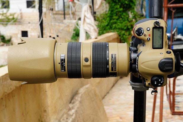Photographer Gives His Nikon Gear a DIY Desert Mirage Lizard Paint Job Rj98wUI