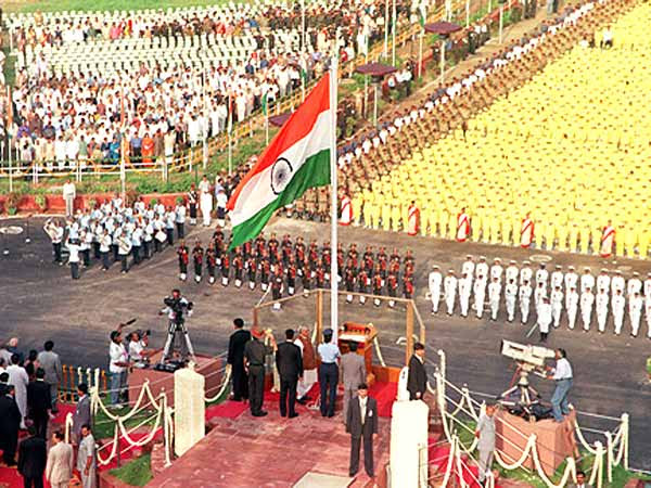 http://festivals.iloveindia.com/independence-day/pics/independence-day-celebrations.jpg
