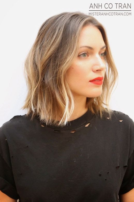 Le Fashion Blog Haircut Inspiration The Perfect Wavy Bob Via Mister Anh Co Tran Front Texturized Beach Waves Highlights Balayage Bright Beauty Red Lipstick Destroyed Distressed Black Tee Tshirt Summer Haircut 4 photo Le-Fashion-Blog-Haircut-Inspiration-The-Perfect-Wavy-Bob-Via-Mister-Anh-Co-Tran-Front-Side-4.jpg