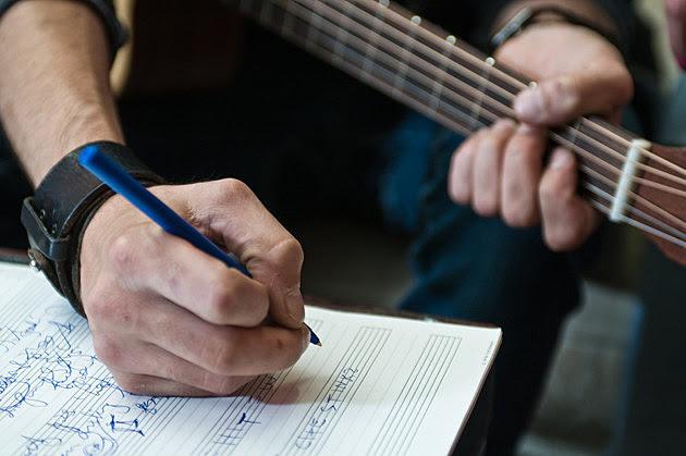menulis lagu, membuat lagu, menulis lirik