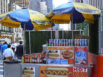 vendeur de hot-dog dans la rue.jpg