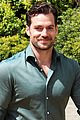 henry cavill gets sweaty for durrell challenge road race 02