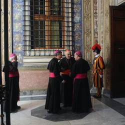 Curia romana, dialogo tra cardinali e vescovi