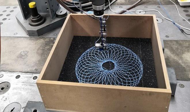 Хитроумная сетка из ниток способна связать гравий в асфальте не хуже битума