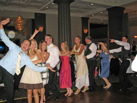 Wedding Dance Bands  5 Tips for Selecting the Songs for