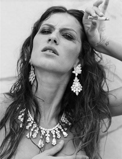 Gisele Bündschen posa de Junkie para a Vogue