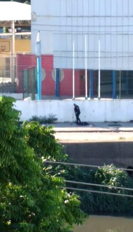 PMs foram flagrados executando os dois jovens