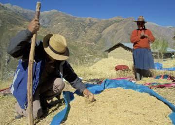 El polvo enfrenta a campesinos peruanos con una mina