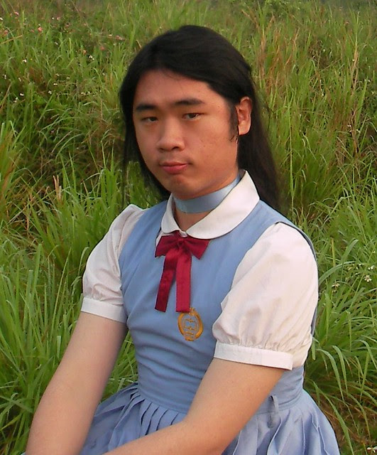 chris 超喜歡的 背心裙制服,是中正高中國中部的,可惜已經絕版!