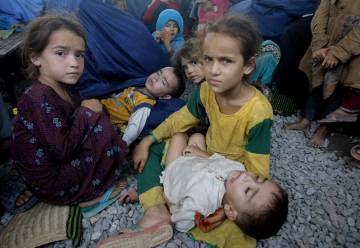 Refugiafos afganos en un campo de Pakistán.