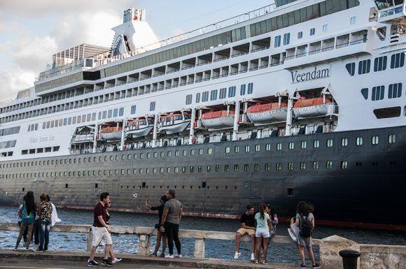 Veendam es el tercer buque de la sucursal de Carnival. Foto: L Eduardo Domínguez/ Cubadebate.