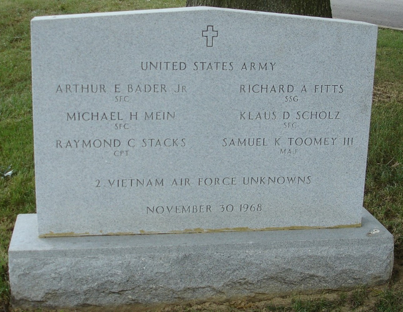 Army Aircrew: November 1968 Gravesite PHOTO