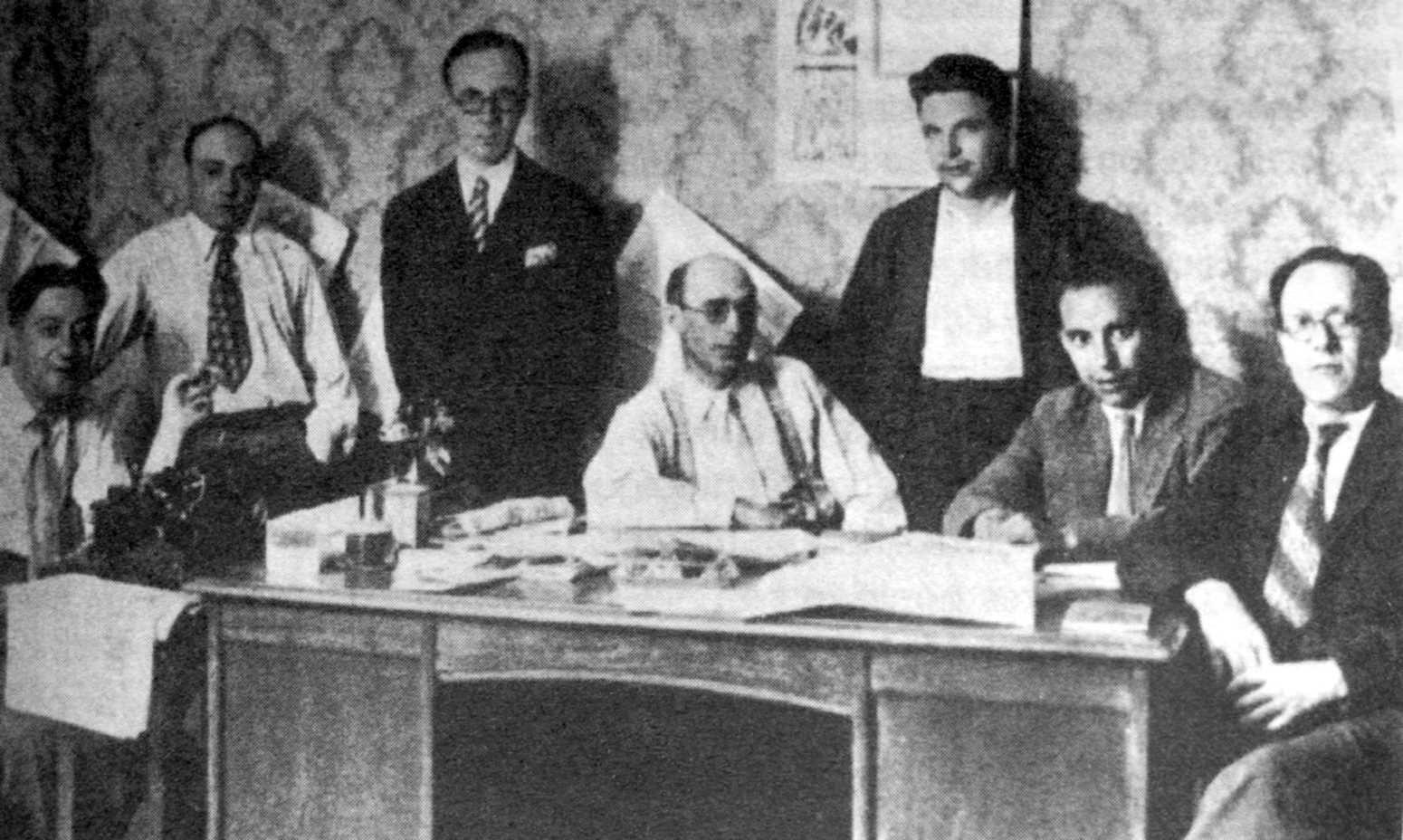 Nova redacció de «Solidaridad Obrera» (1923). D'esquerra a dreta: Arturo Parera Malí, Fernando Pintado, Muñoz, Liberto Callejas, Manuel Ribas, Vicente Galindo Cortés («Fontaura») i Miguel Terrén Mañero