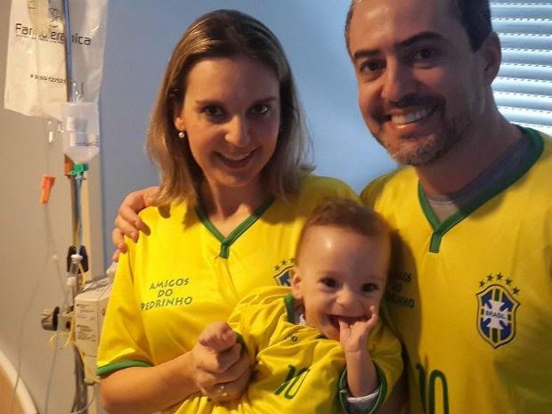 Pais ficam com o filho 24 horas em São Paulo (Foto: Campanha Amigos do Pedrinho/Divulgação)