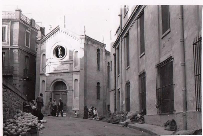 Une rare photo de la place Negriers