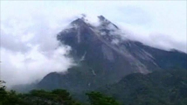Highest alert issued for Indonesias Merapi volcano  BBC News