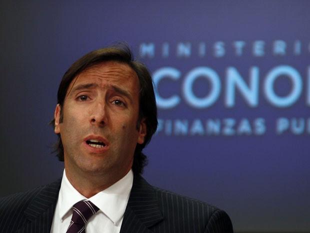 Ministro da Economia da Argentina, Hernán Lorenzino, é visto durante coletiva de imprensa em Buenos Aires, em novembro (Foto: Marcos Brindicci/Reuters)